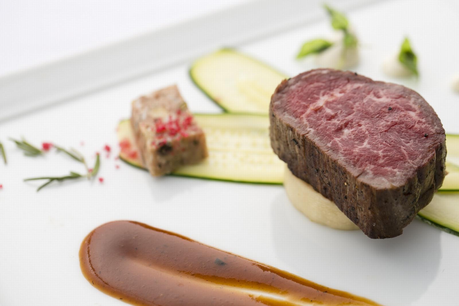 香川県の結婚式場シェルエメールのお肉料理