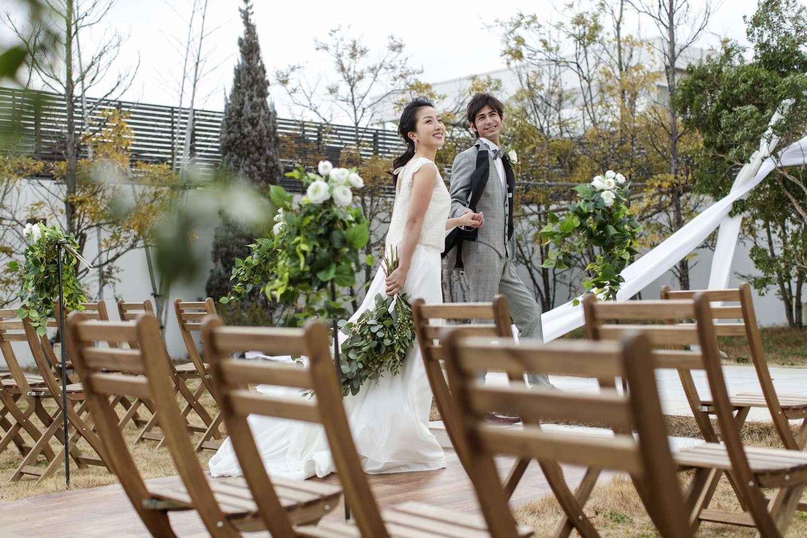 香川県の結婚式場アイスタイルのガーデンで挙式