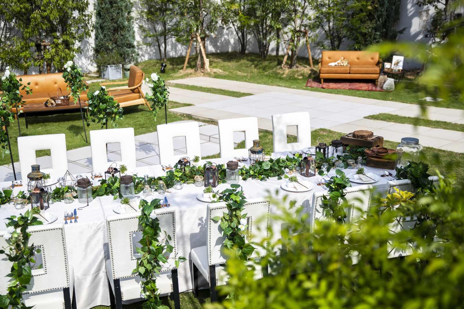 香川県の結婚式場アイスタイルのガーデンのテーブルコーディネート