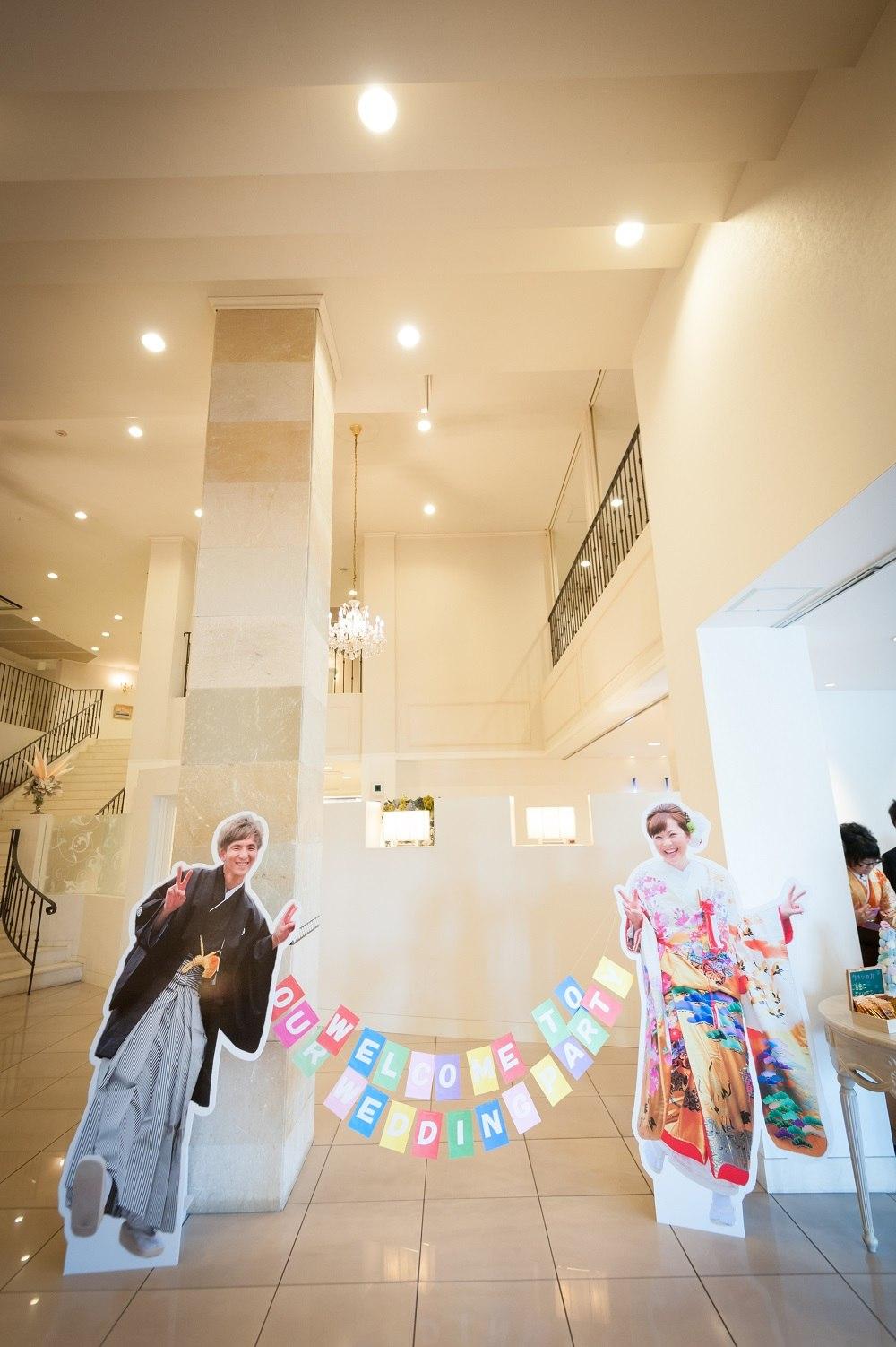 香川県の結婚式場シェルエメールでウエルカムスペースを新郎新婦のパネルで装飾