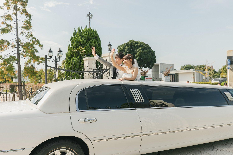 香川県の結婚式場シェルエメールでリムジンでの退場演出