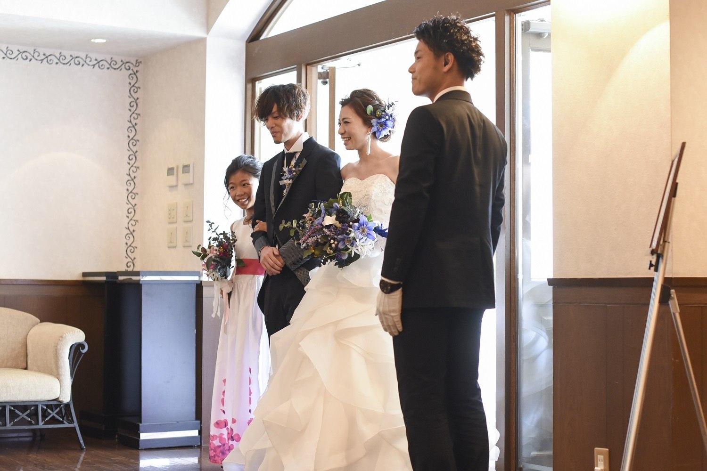 香川県の結婚式場シェルエメールで新郎新婦の入場