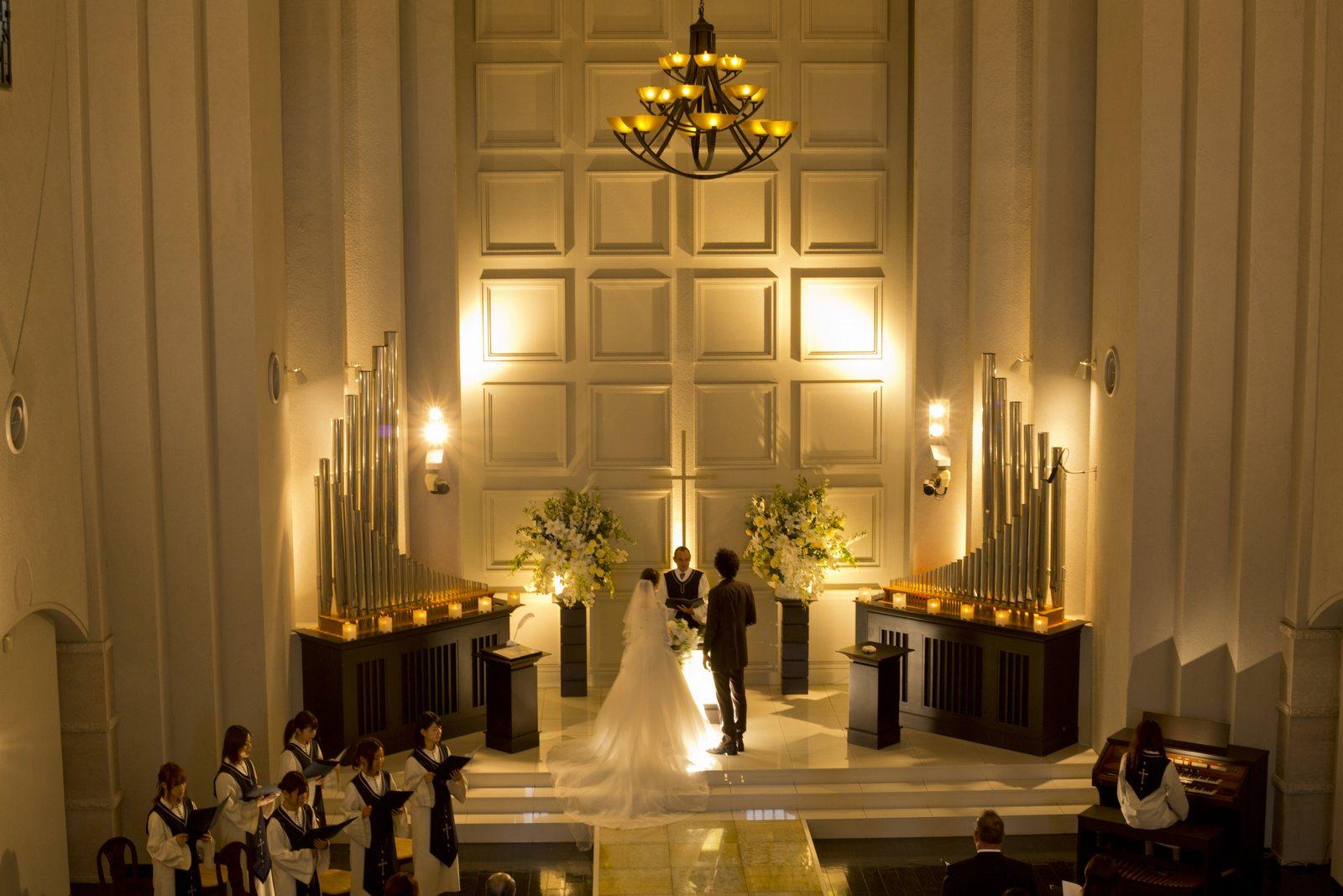 香川県の結婚式場シェルエメールのチャペルでのセレモニー