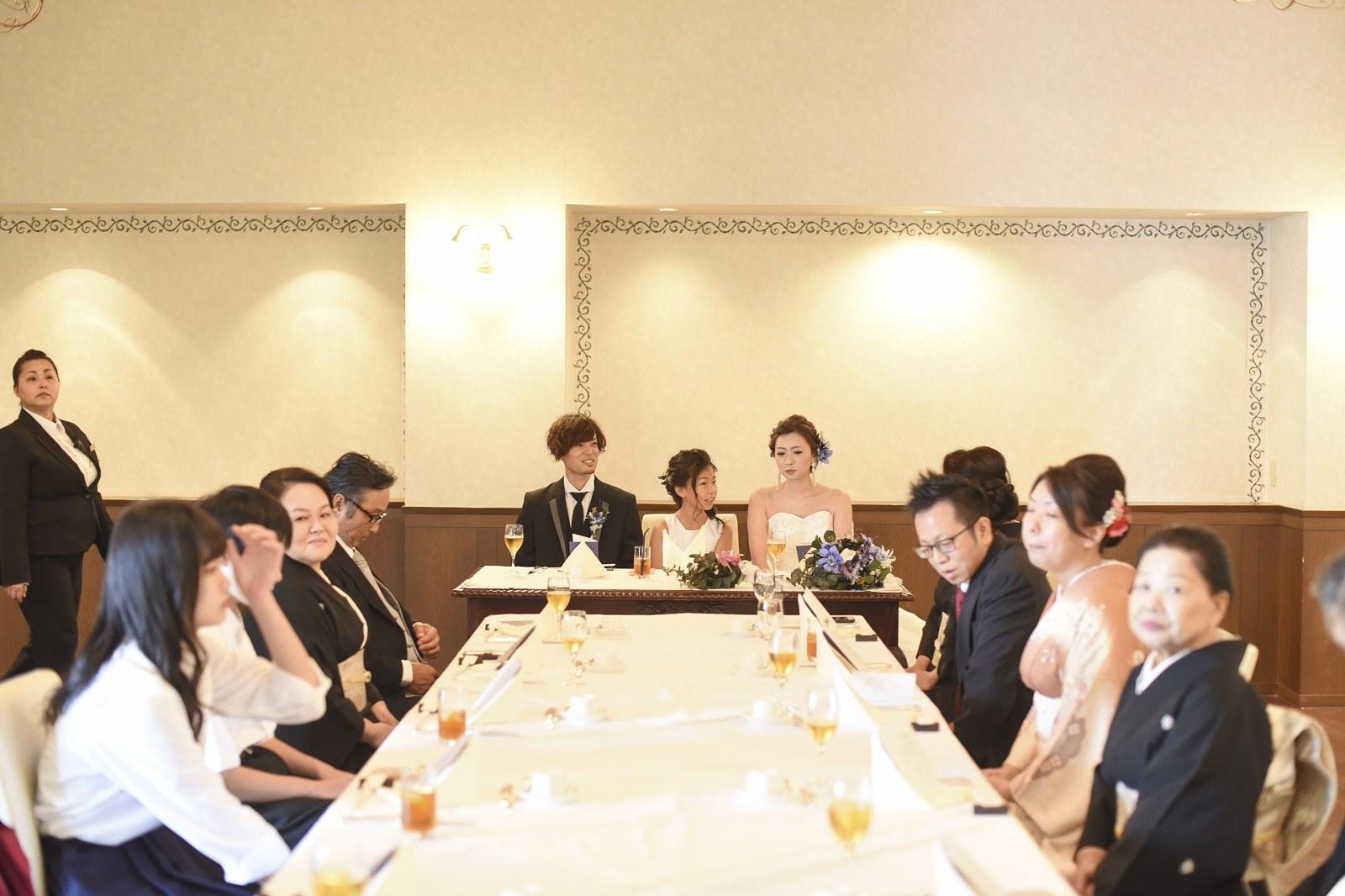 香川県の結婚式場シェルエメールの新郎新婦とゲスト