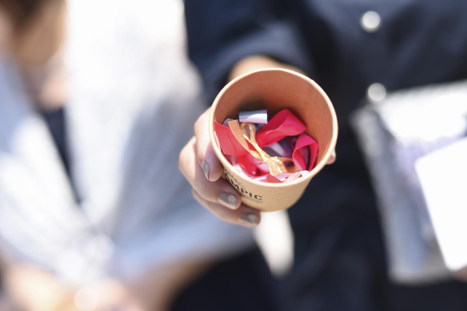 香川県の結婚式場シェルエメールの新郎新婦の手作りリボンシャワー