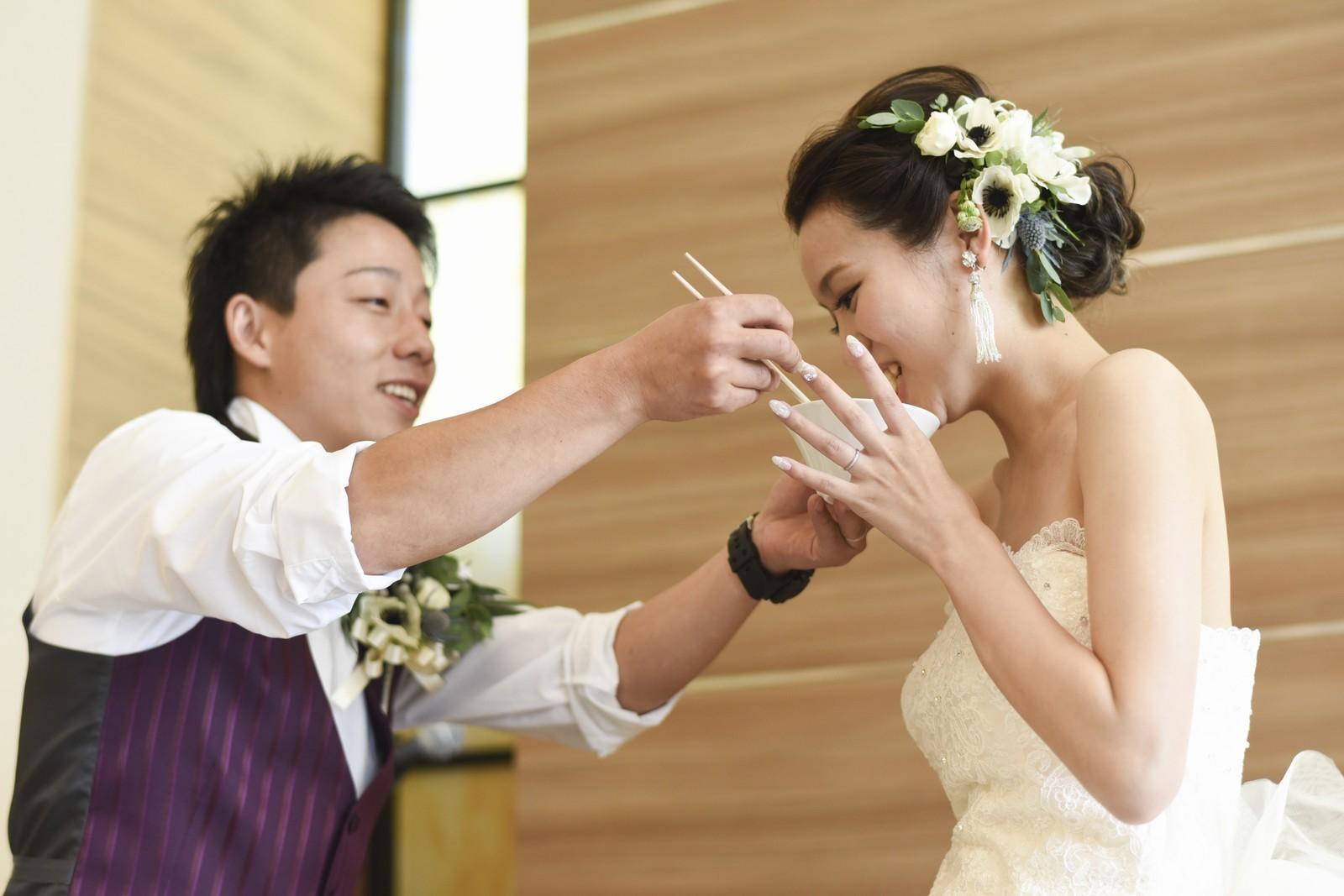 香川県の結婚式場アイスタイルでうどんでファーストバイト
