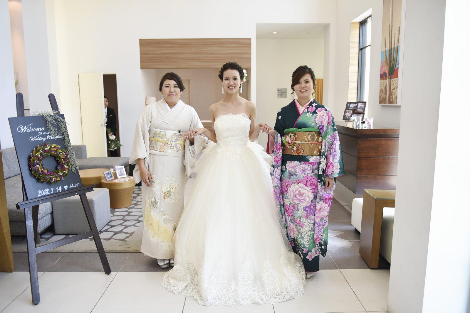香川県の結婚式場アイスタイルで姉妹で記念撮影