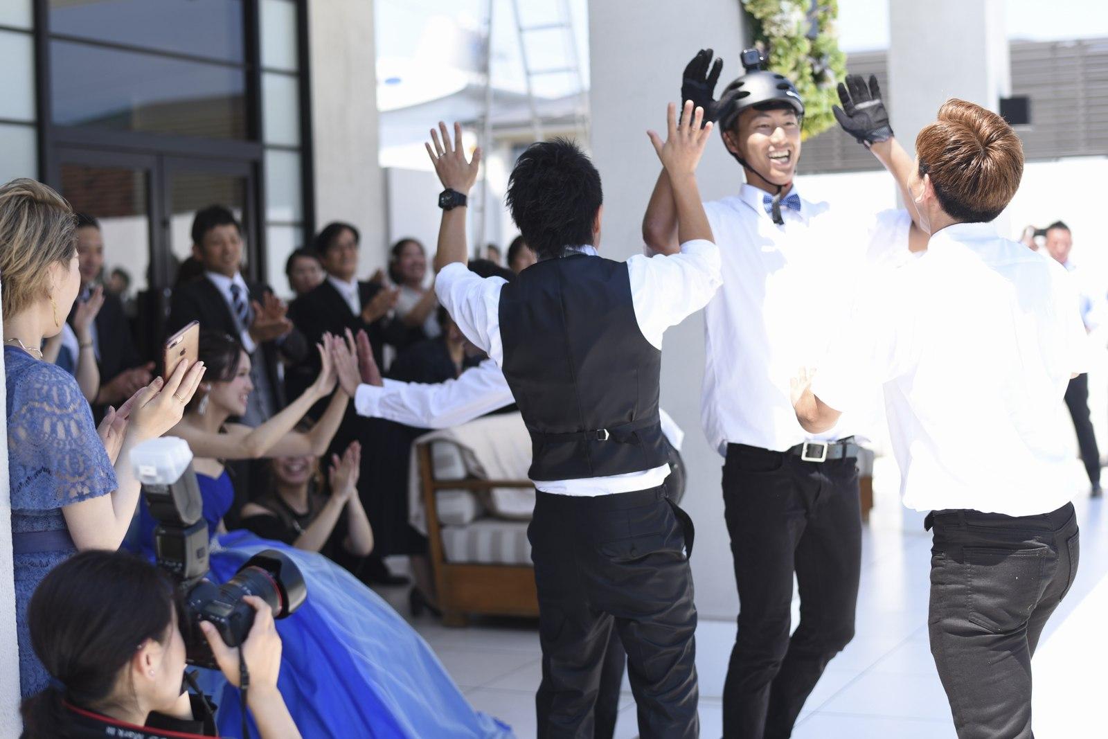 香川県の結婚式場アイスタイルのガーデンを使った余興の演出