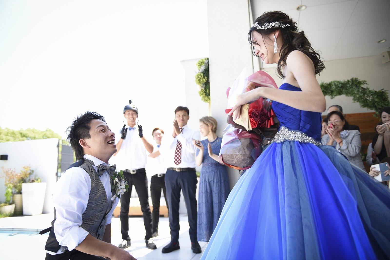 香川県の結婚式場アイスタイルでサプライズの手紙と花束を新婦にプレゼント