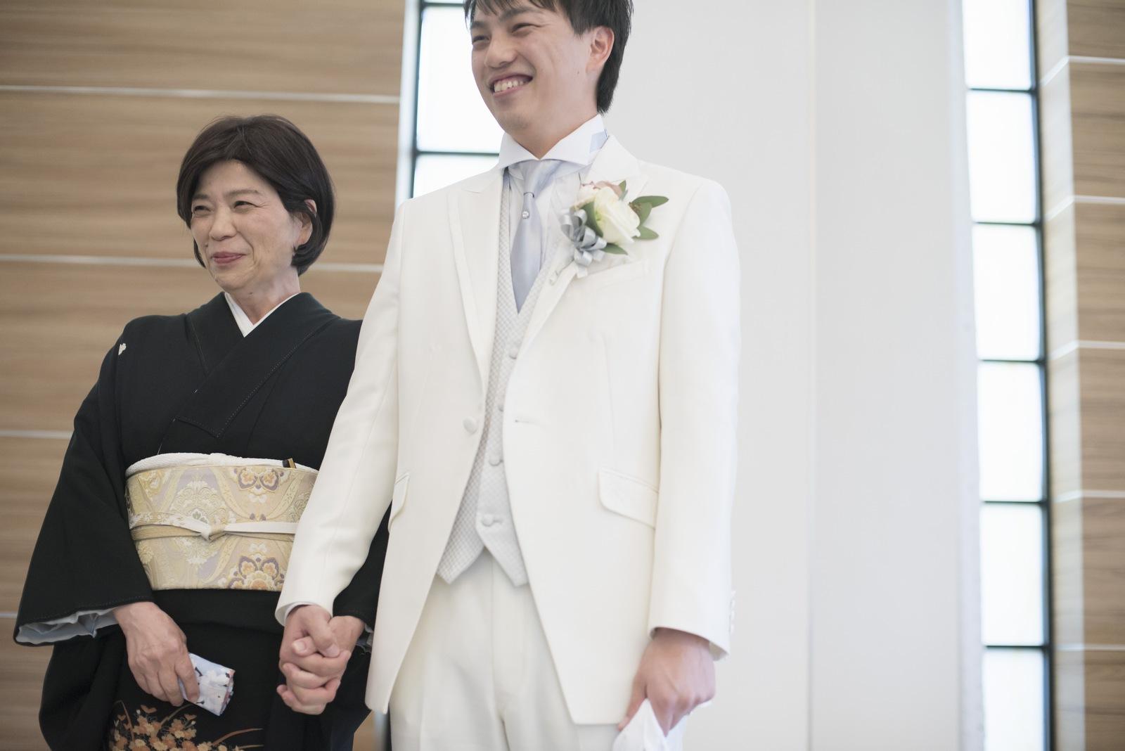 香川県の結婚式場シェルエメール&アイスタイル 新郎お色直し