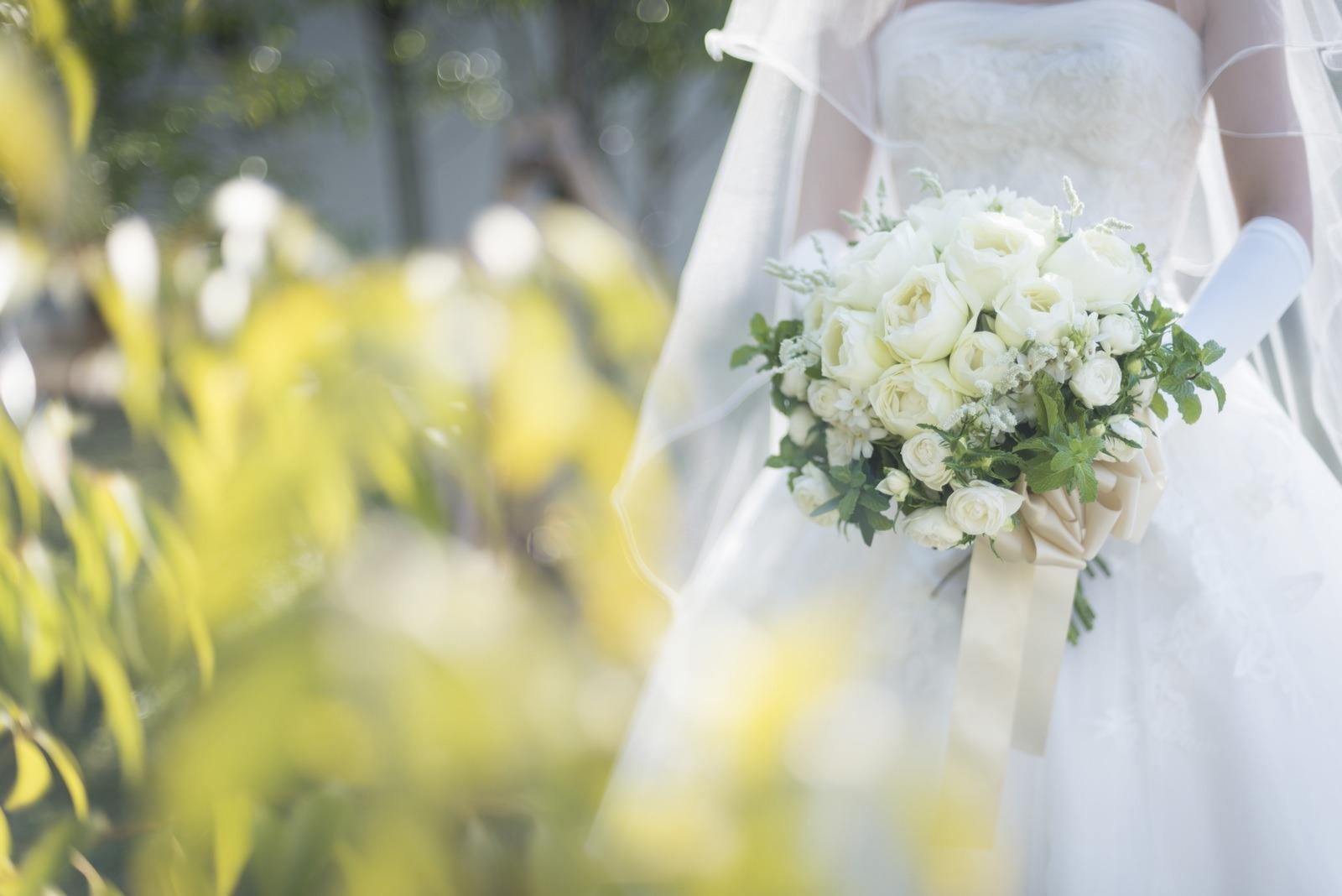 香川県の結婚式場シェルエメールのブーケを持った花嫁