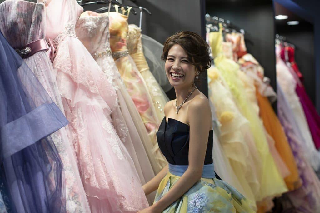 香川の結婚式場シェルエメールでのカラードレス