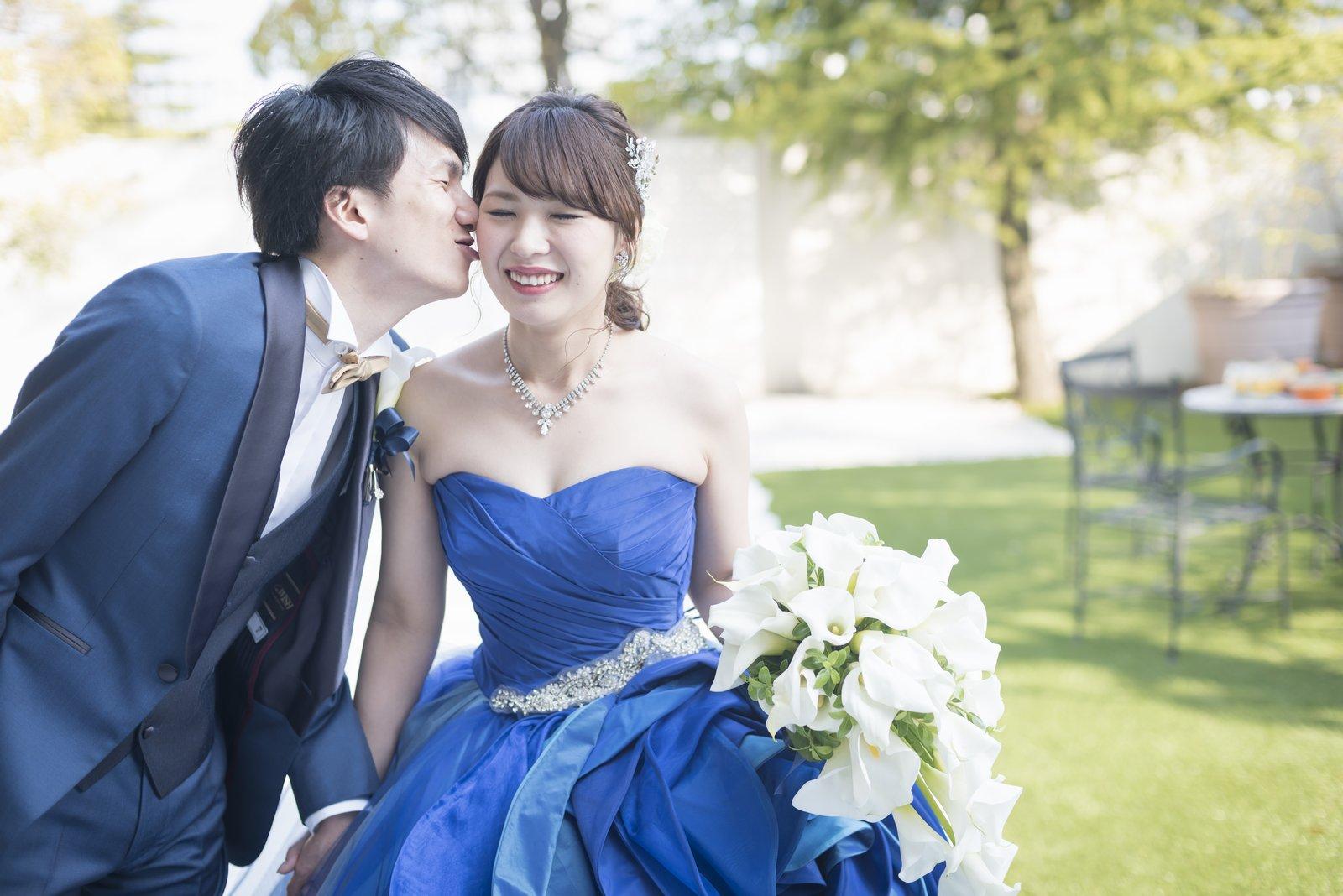 香川の結婚式場のシェルエメール&アイスタイルの青いドレス