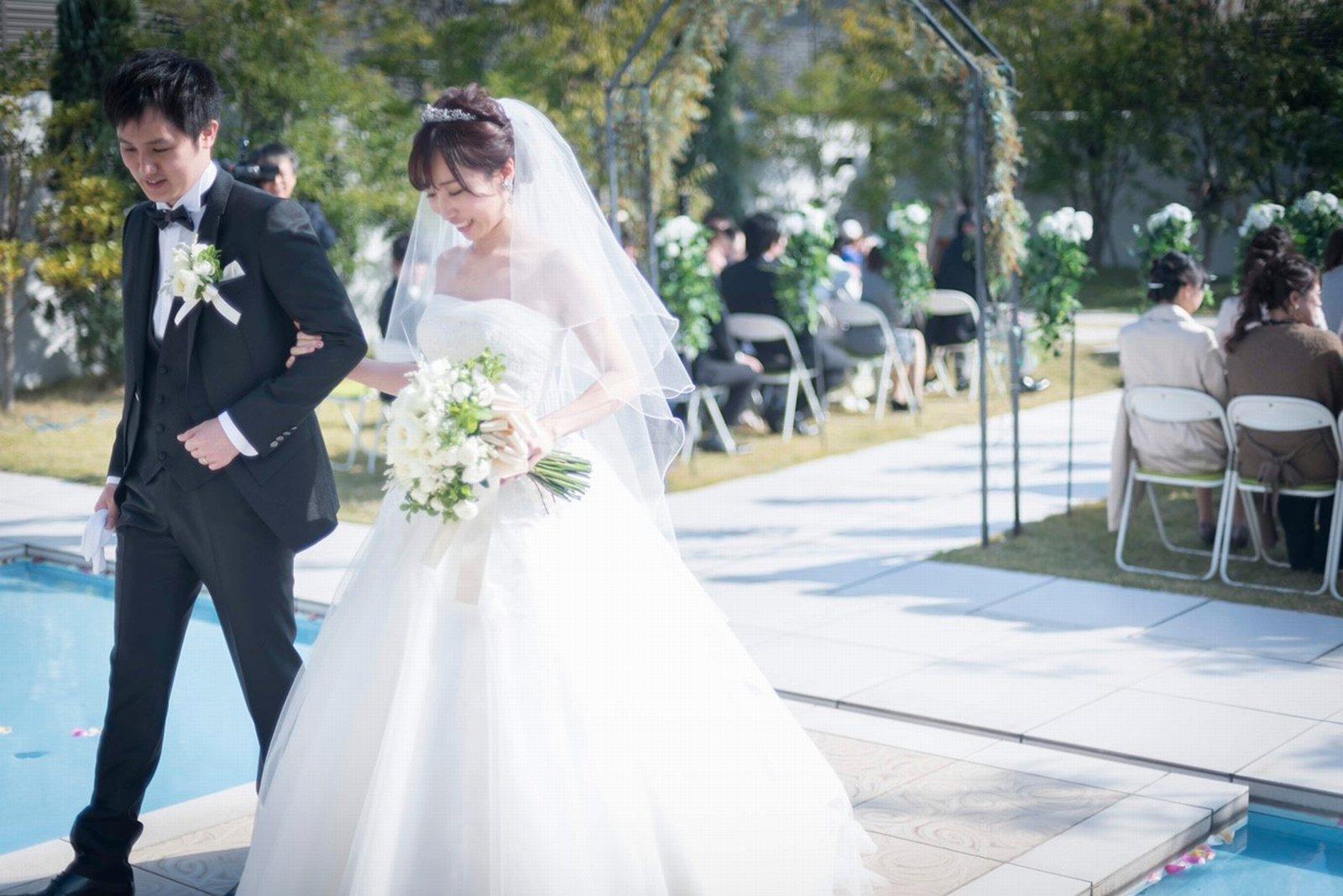 香川県の結婚式場のシェルエメール&アイスタイルのガーデン挙式
