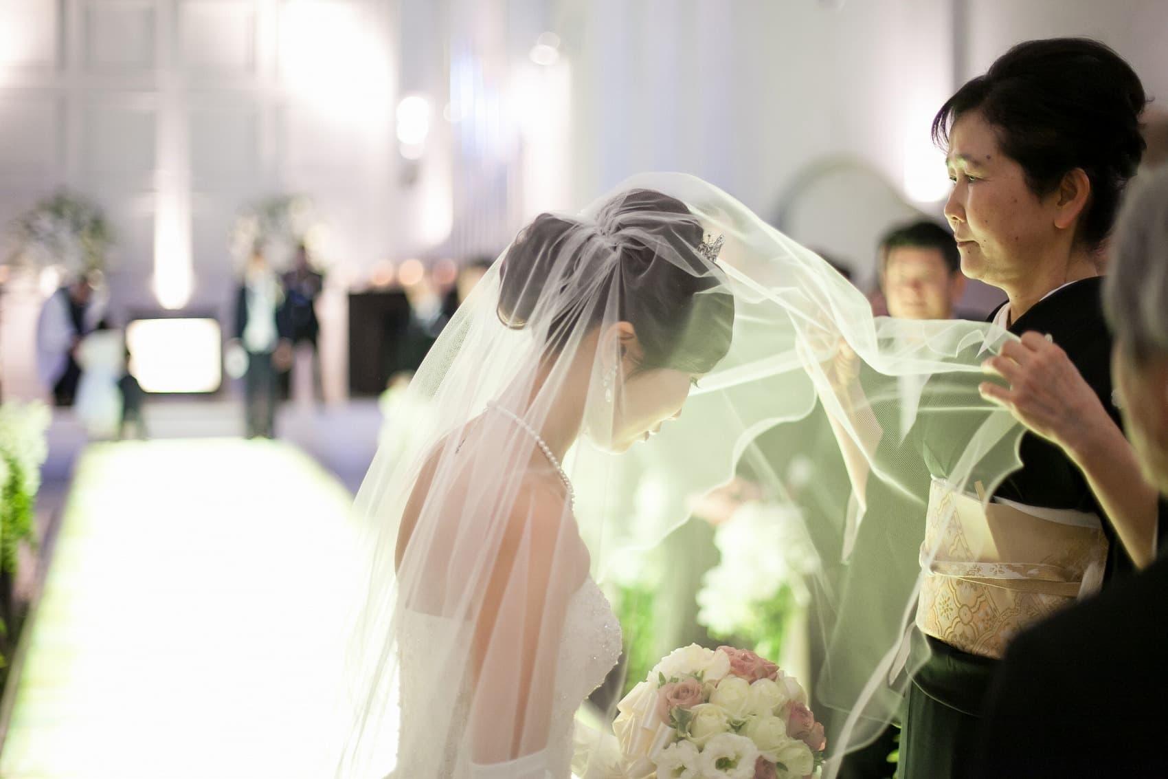 香川県高松市の結婚式場のシェルエメール&アイスタイルのベールダウン