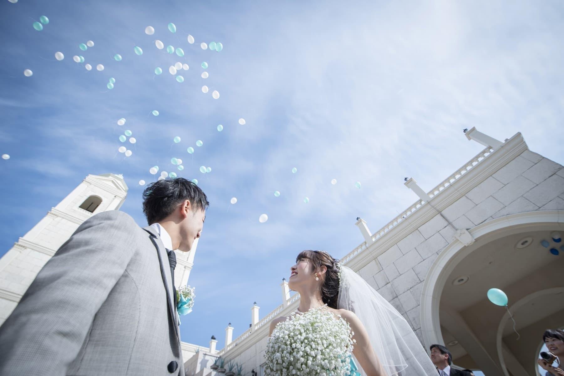 香川の結婚式場シェルエメール&アイスタイル 大階段でバルーンリリース