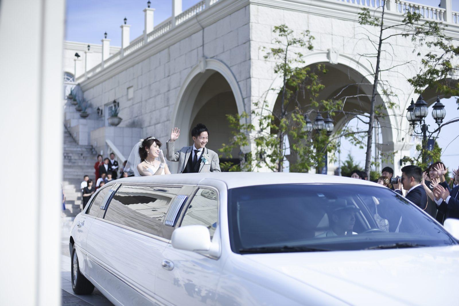 香川県の結婚式場シェルエメール&アイスタイル 大階段のリムジン退場