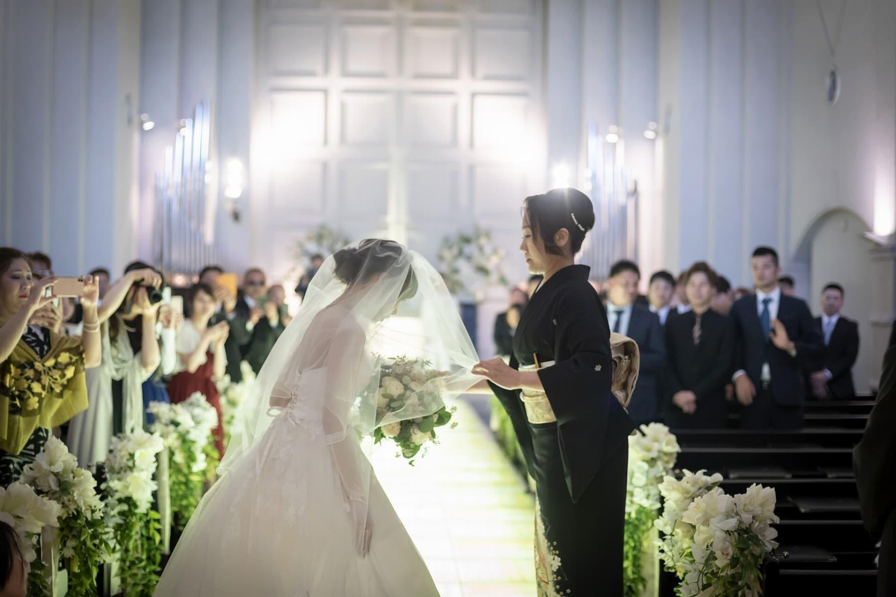 香川の結婚式場シェルエメール&アイスタイル 挙式でのベールダウン