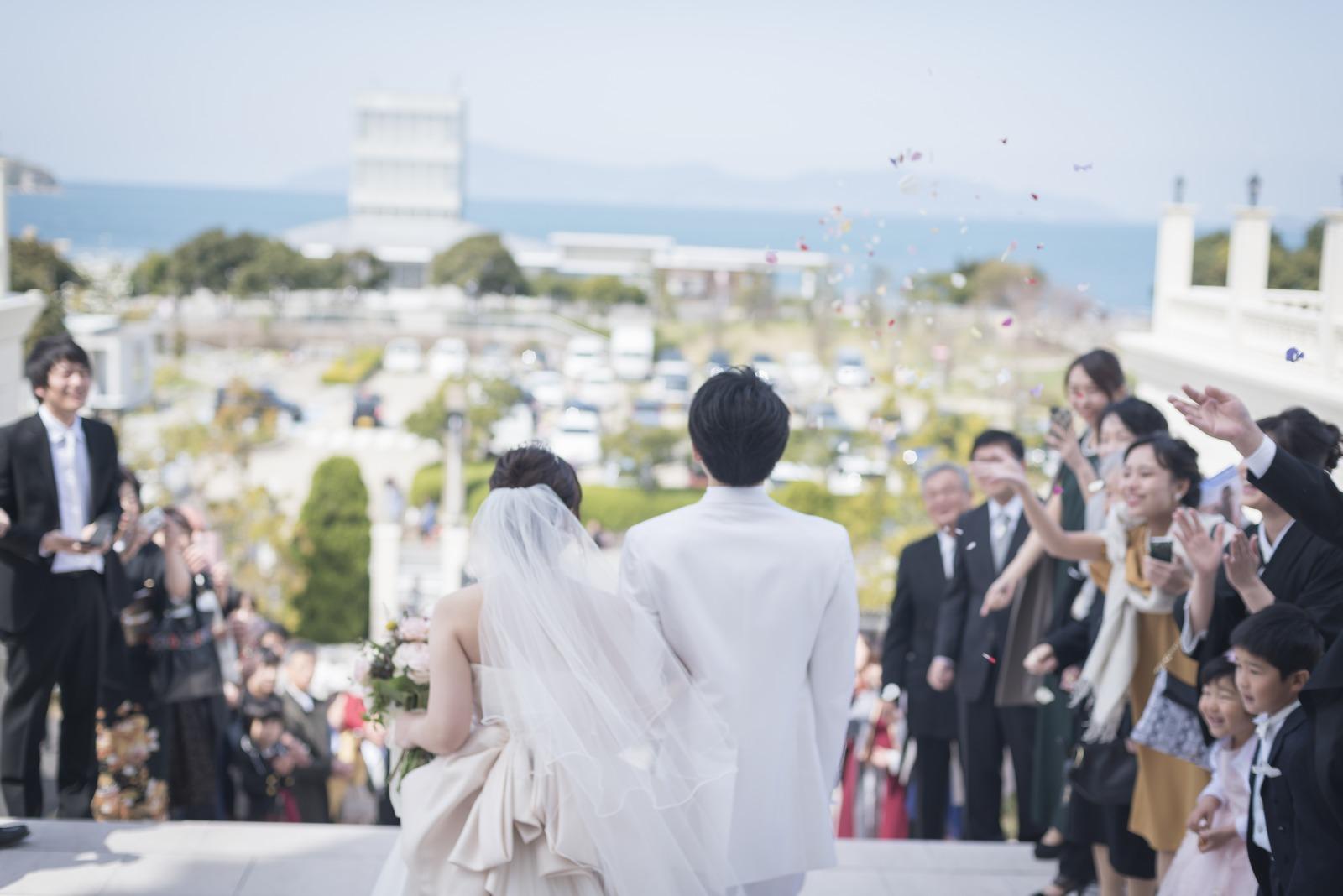 香川県の結婚式場のシェルエメール&アイスタイルの海が見えるロケーションのいい場面
