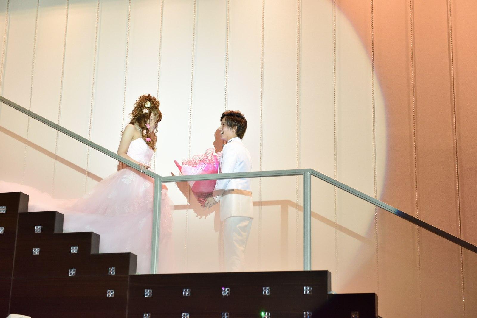 香川県の結婚式場のシェルエメール&アイスタイルの階段入場