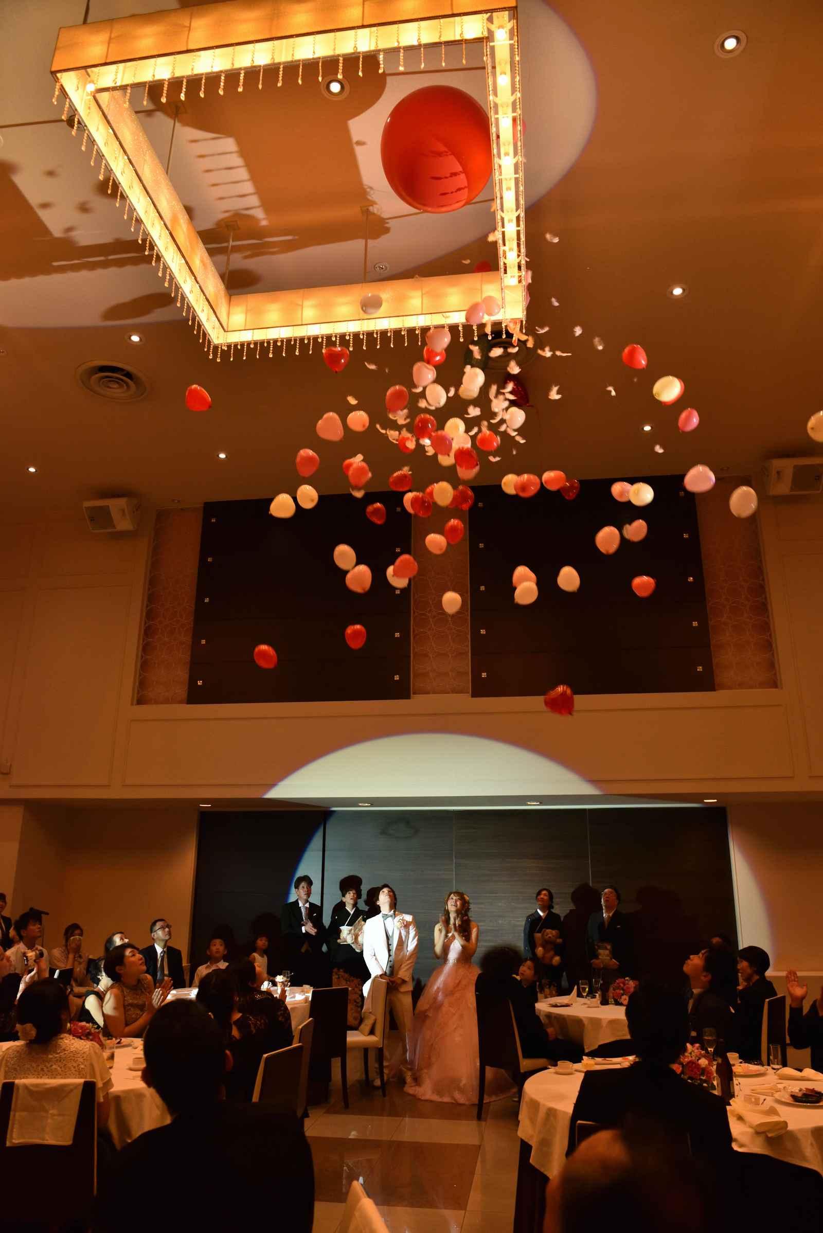 香川県の結婚式場のシェルエメール&アイスタイルのバルーンクラッシュ