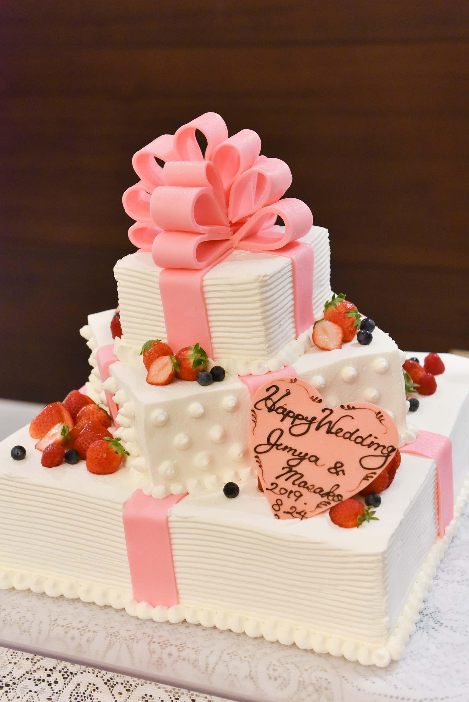 香川県の結婚式場シェルエーメール&アイスタイルのウエディングケーキ