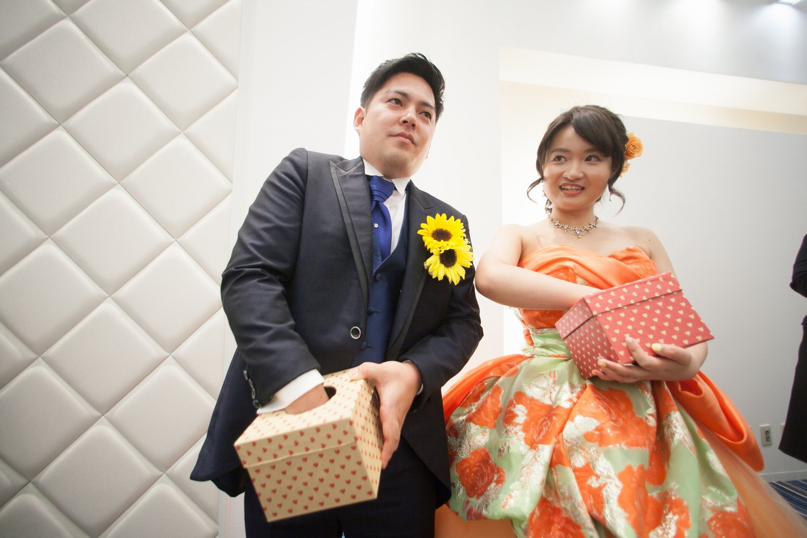 香川県の結婚式場シェルメール&アイスタイルのドレス色当てクイズ