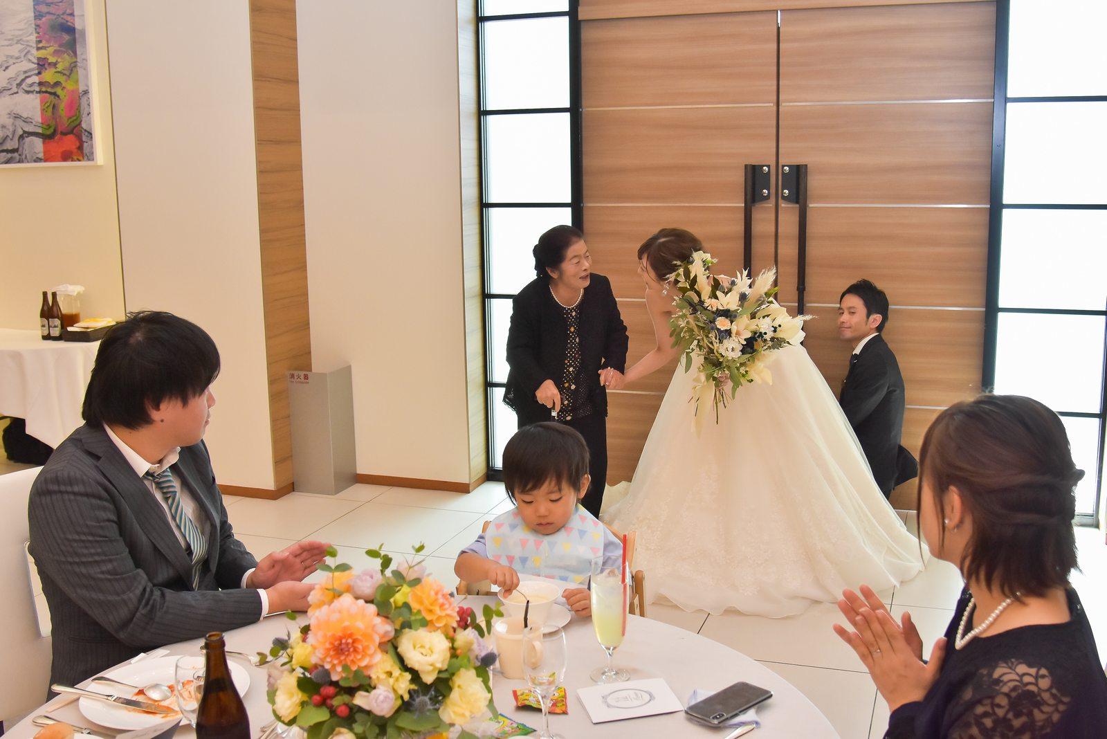 香川県の結婚式場シェルエメール&アイスタイルの新婦お色直し退場