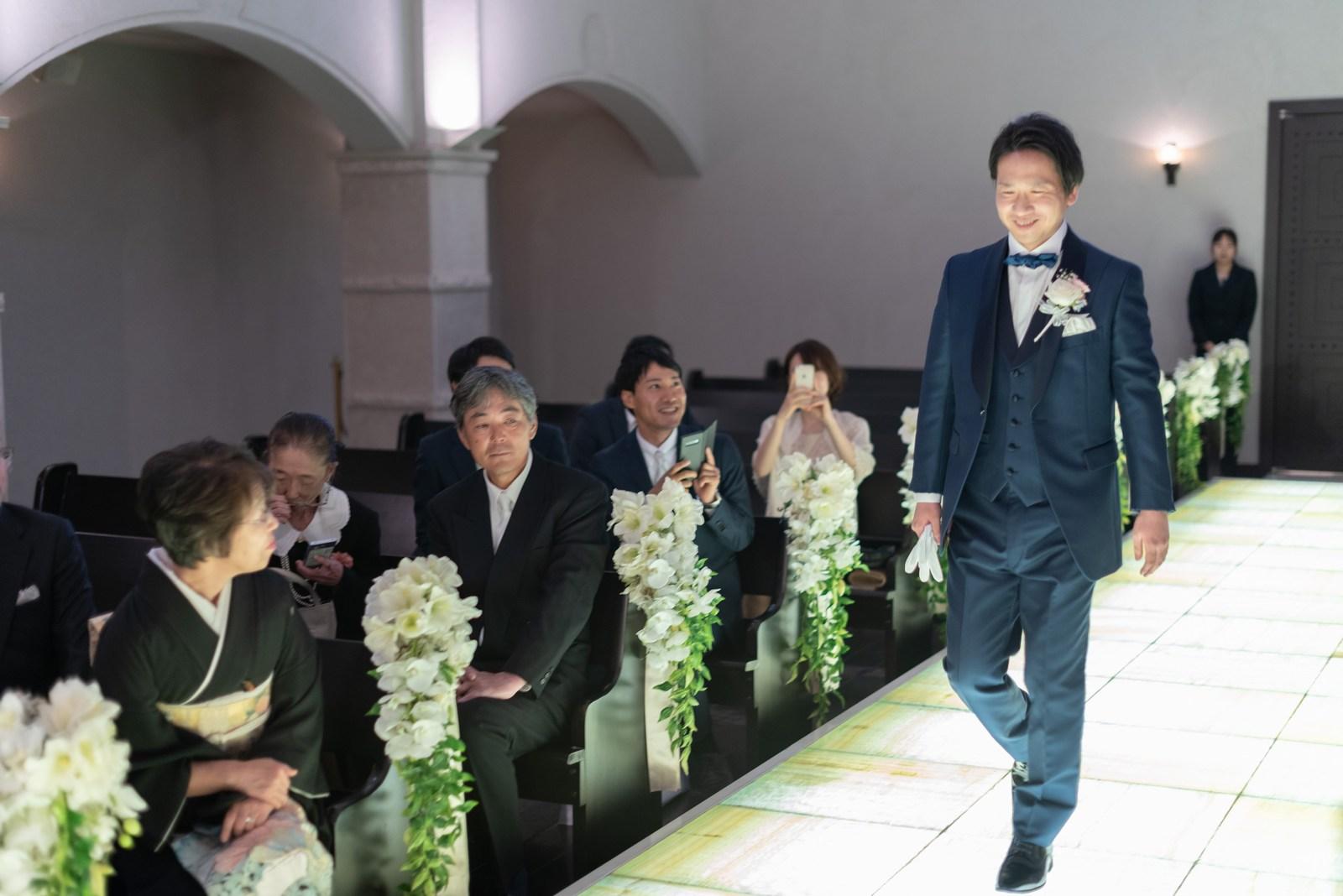 香川県の結婚式場のシェルエメール&アイスタイル 挙式新郎入場
