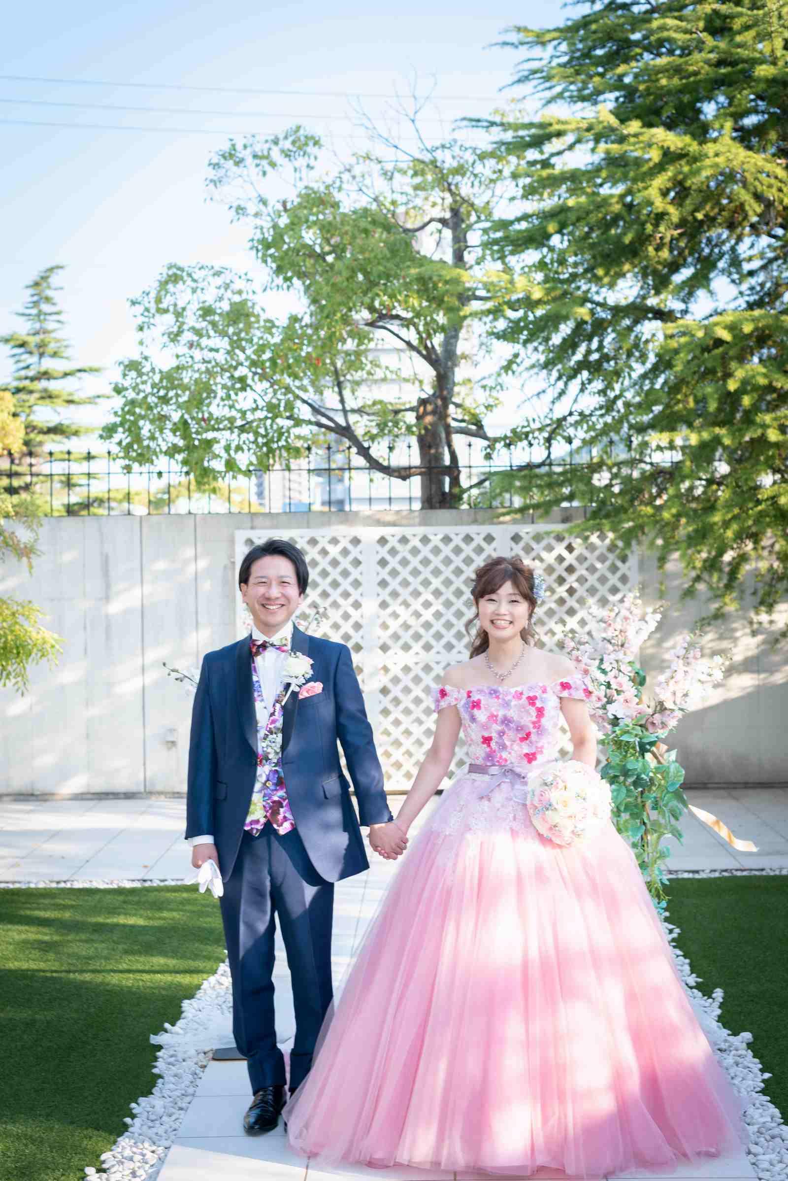 香川県の結婚式場のシェルエメール&アイスタイルのガーデン入場