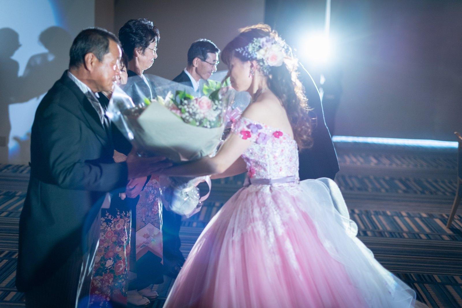 香川県の結婚式場のシェルエメール&アイスタイルの花束贈呈