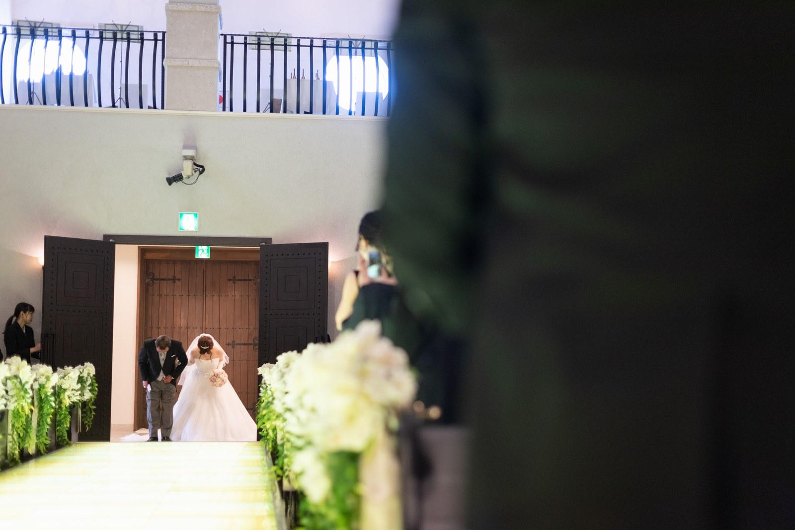 香川県の結婚式場のシェルエメール&アイスタイルの挙式入場