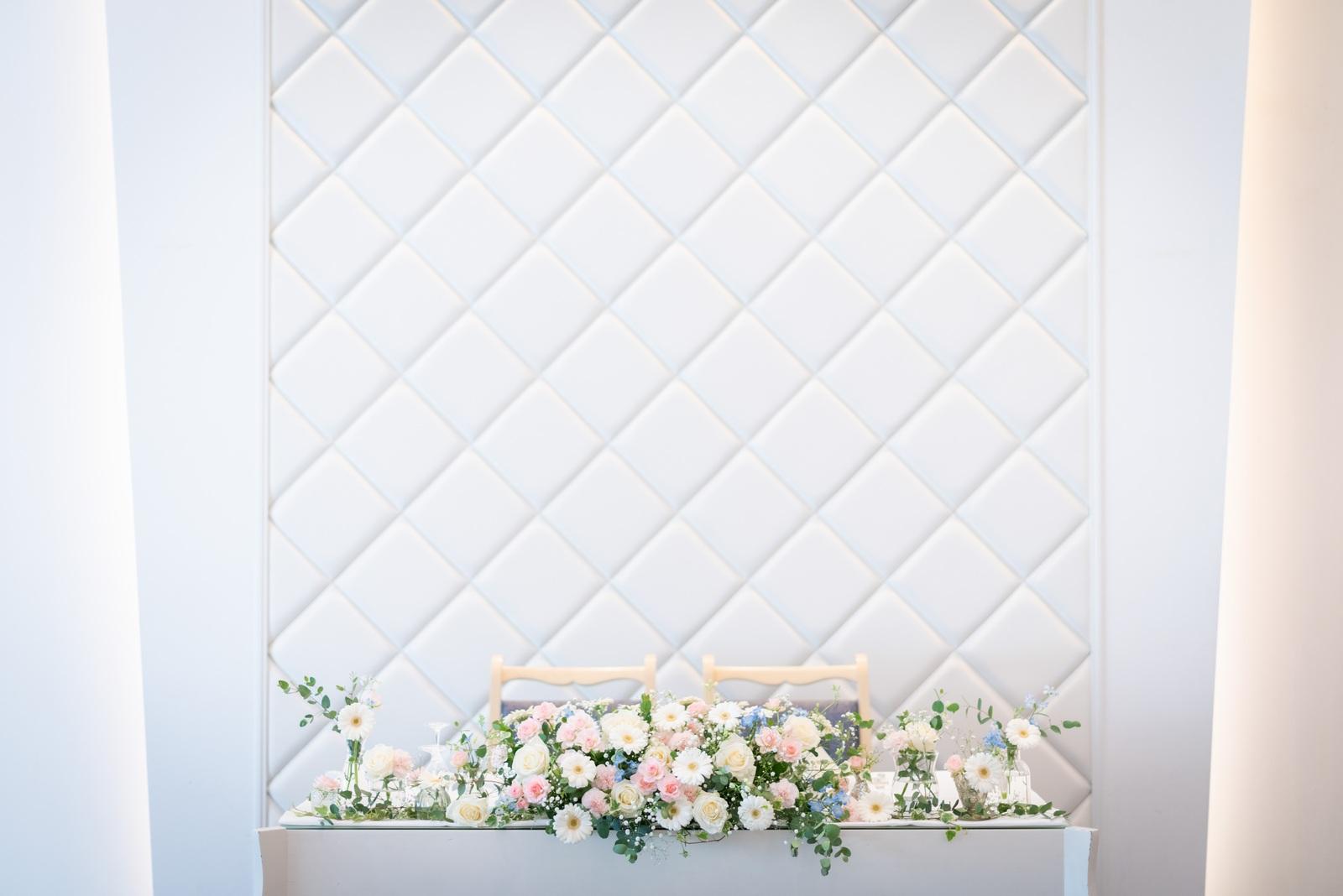 香川県の結婚式場のシェルエメール&アイスタイルのメインテーブル装花