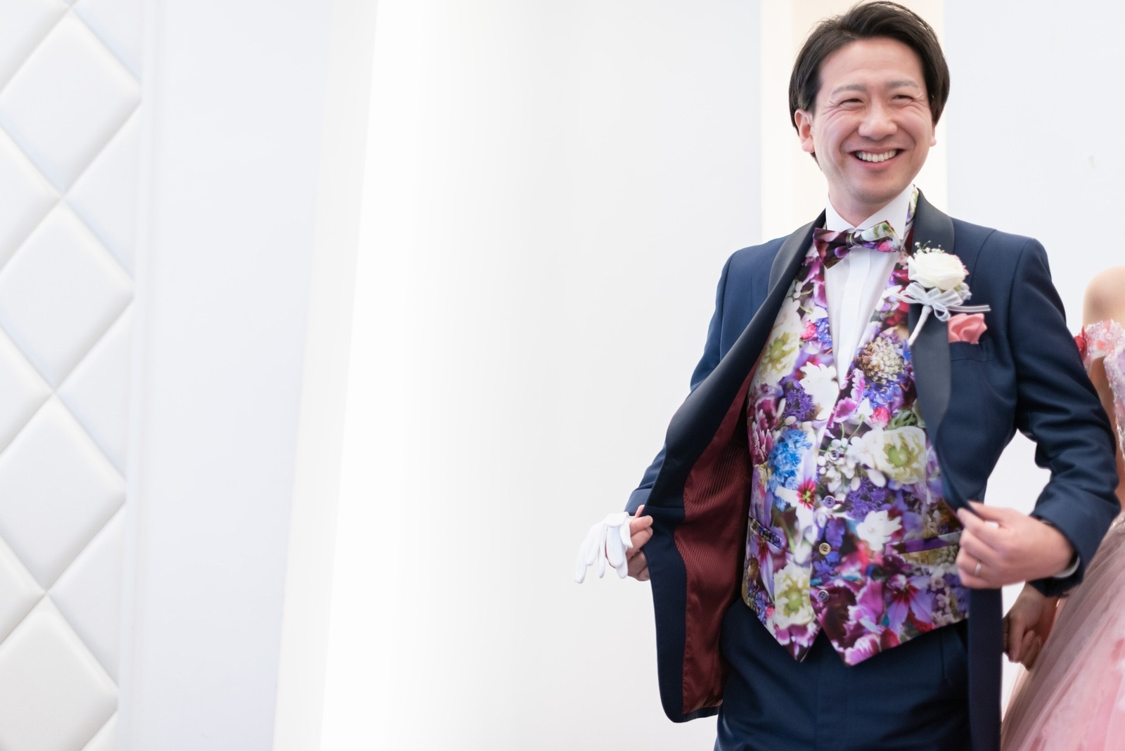 香川県の結婚式場のシェルエメール&アイスタイルの新郎お色直し入場