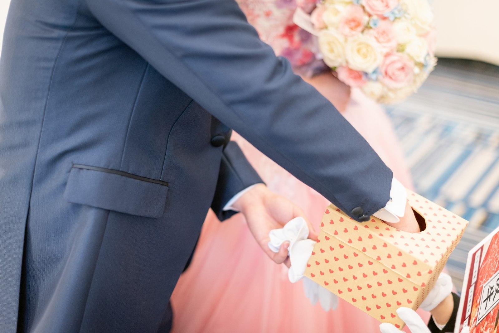 香川県の結婚式場のシェルエメール&アイスタイルのドレス色当てクイズ