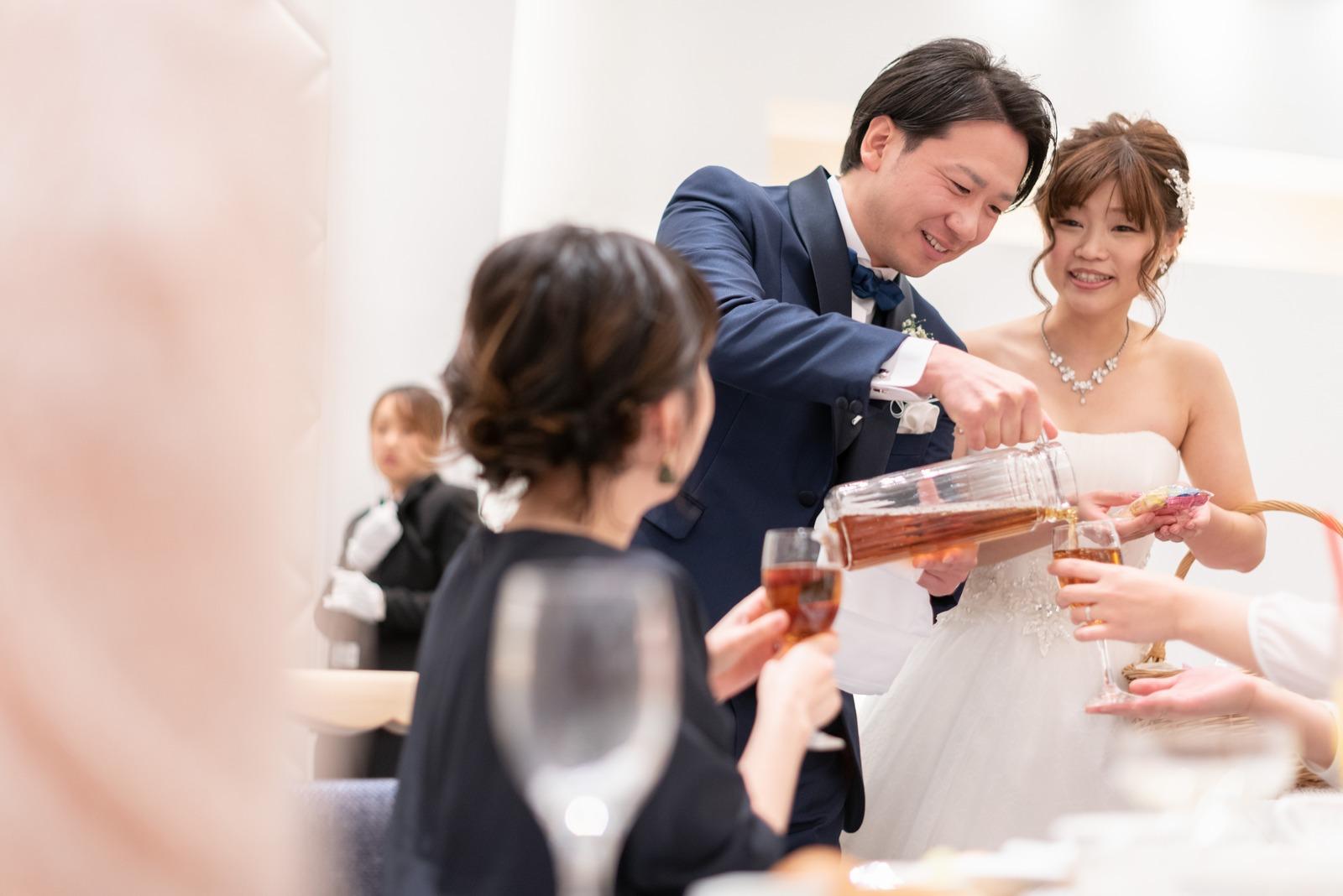 香川県の結婚式場のシェルエメール&アイスタイル お酌まわり