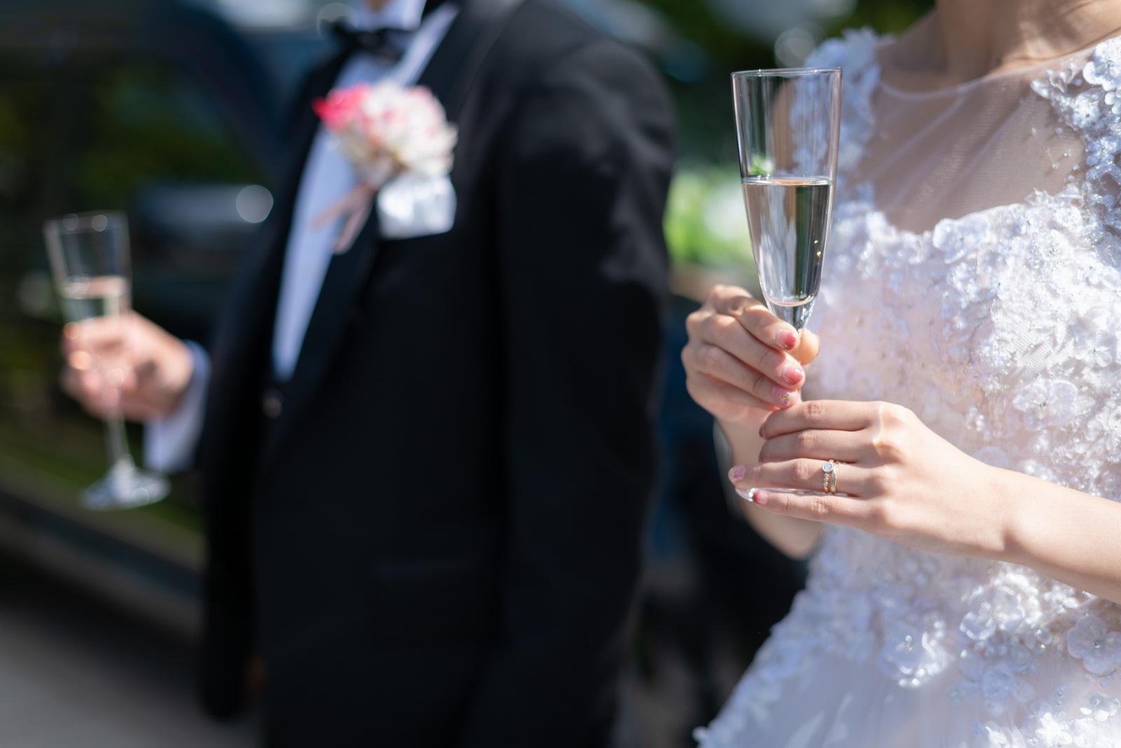 香川県の結婚式場シェルエメール&アイスタイルのガーデンで乾杯