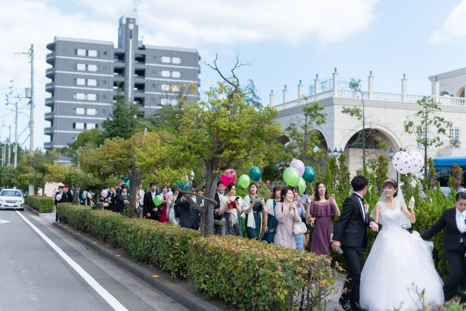 香川県の結婚式場シェルエメール&アイスタイル バルーンリリース行進