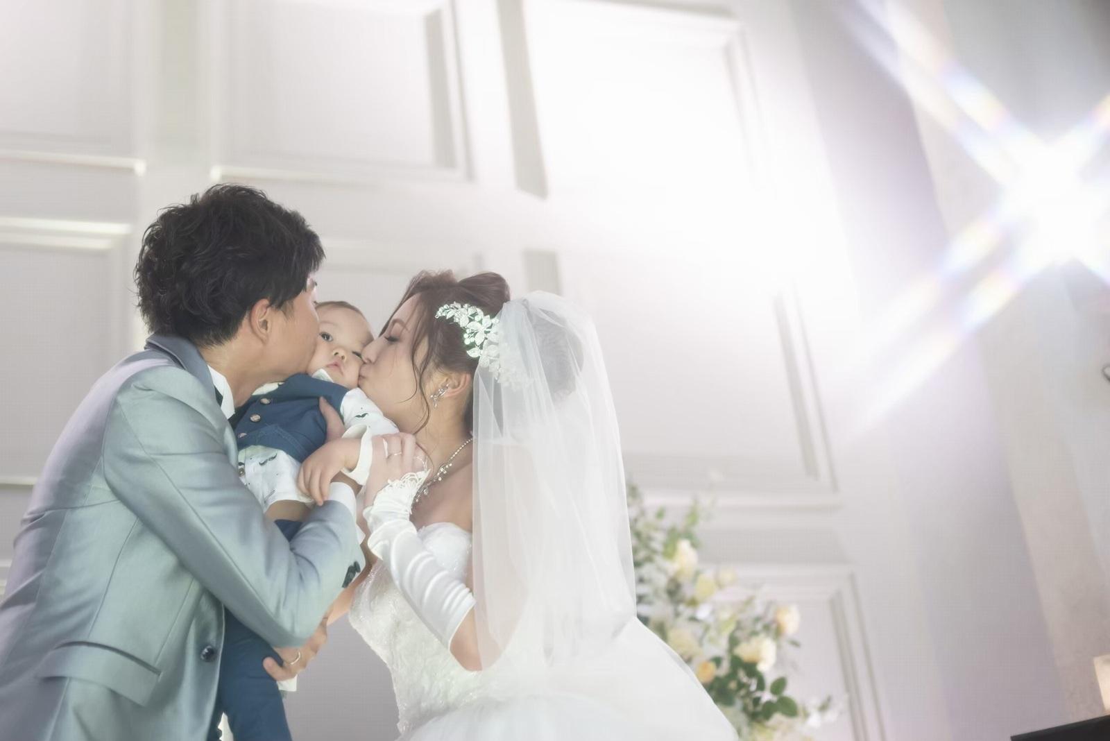 香川県の結婚式場シェルエメール&アイスタイルの誓いのキス