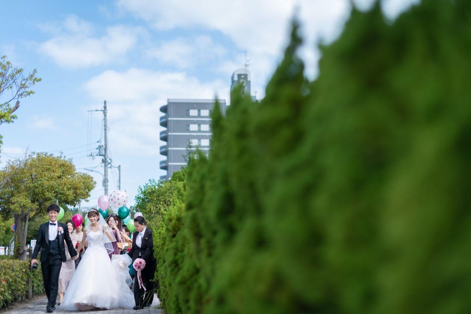香川県の結婚式場シェルエメール&アイスタイルのバルーンリリース行進