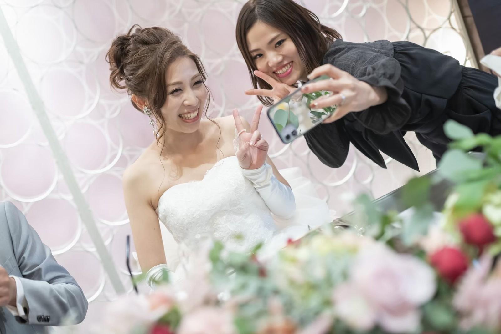 香川県の結婚式場シェルエメール&アイスタイルのメインテーブル
