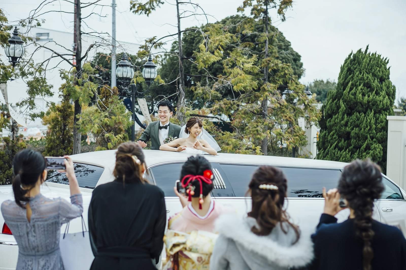 香川県の結婚式場シェルエメール&アイスタイルのリムジン出発