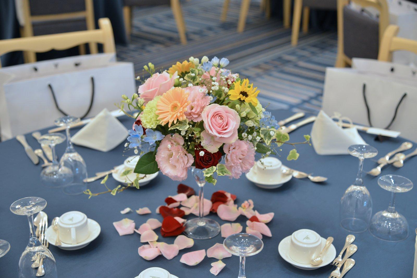 香川県の結婚式場シェルエメール&アイスタイル ゲストテーブル装花