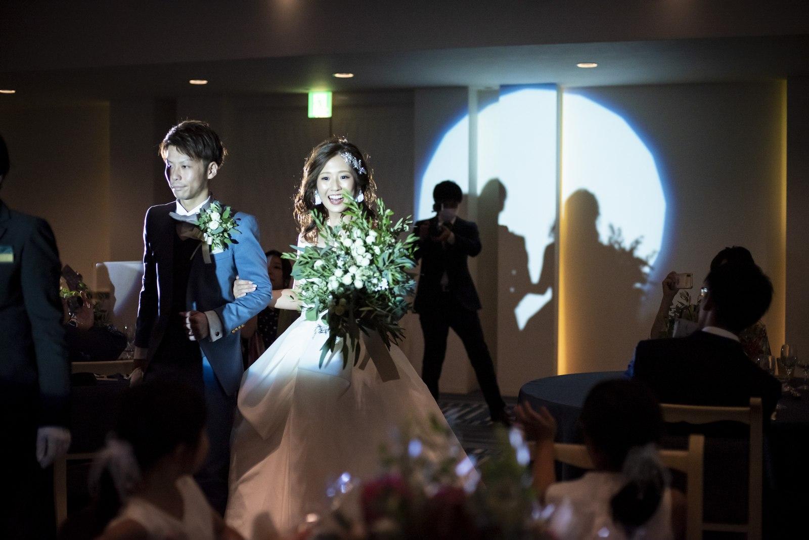 香川県の結婚式場シェルエメール&アイスタイルの新郎新婦入場