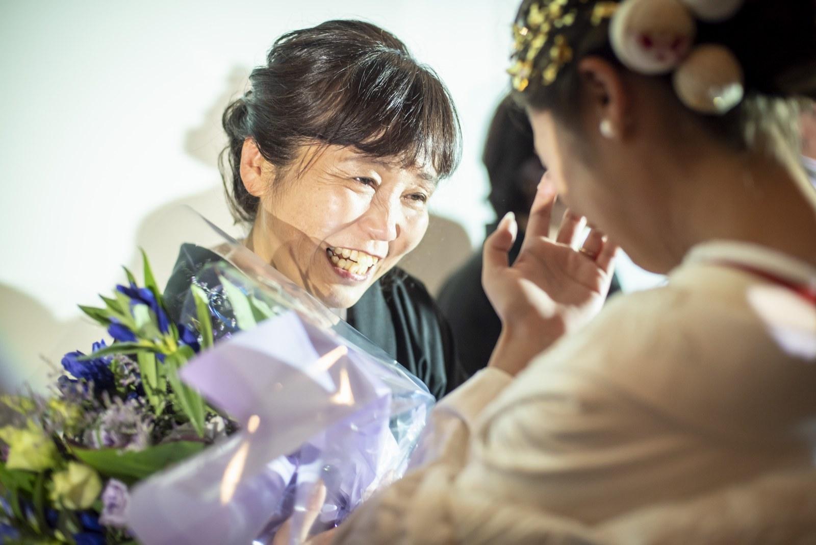 香川県の結婚式場シェルエメール&アイスタイルの花束贈呈