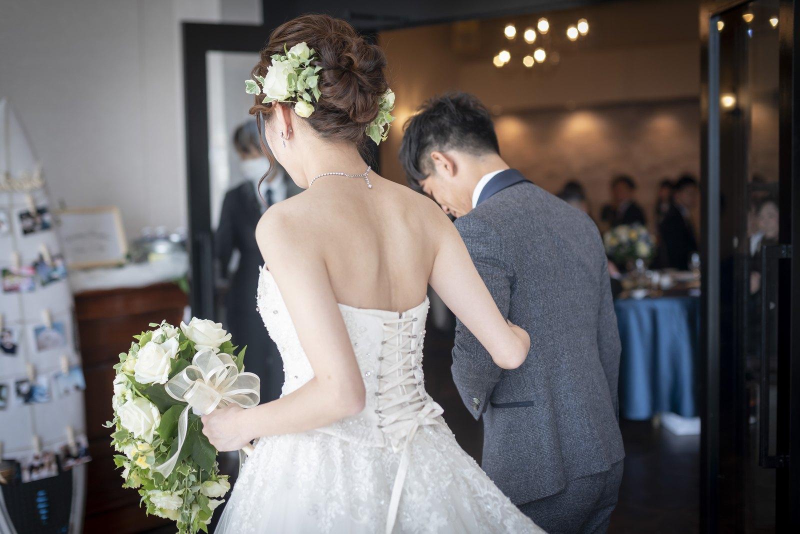 香川県の結婚式場シェルエメール&アイスタイルのウエディングドレス入場