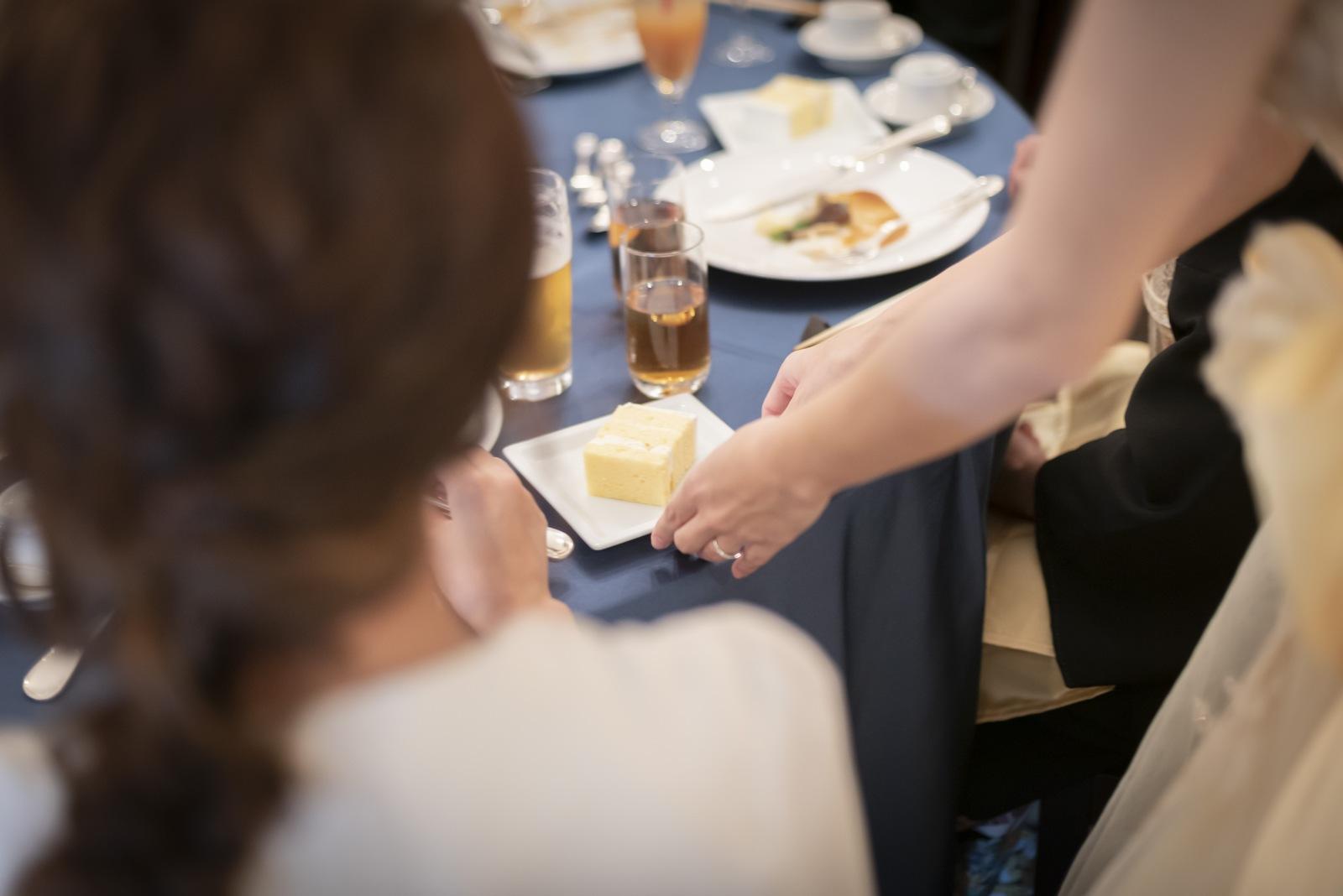 香川県の結婚式場シェルエメール&アイスタイルのケーキ配り