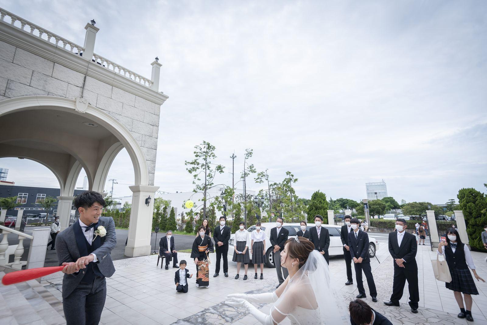香川県の結婚式場シェルエメール&アイスタイルの野球ボールトス