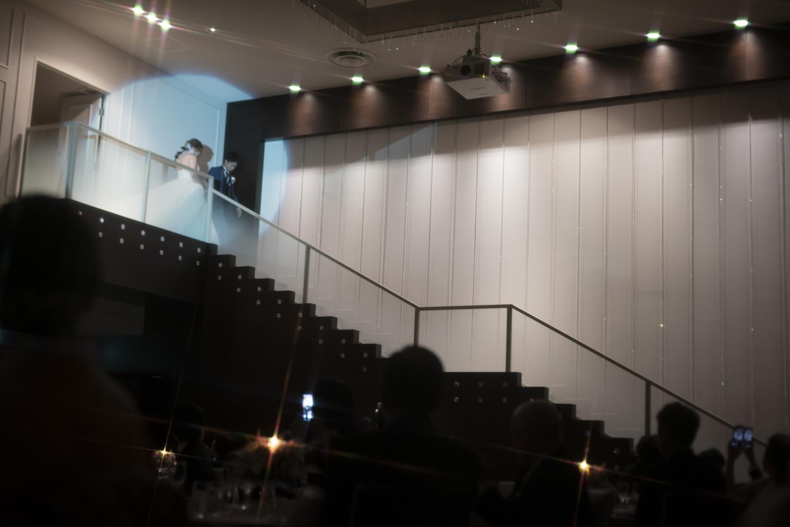 香川県の結婚式場シェルエメール&アイスタイルの階段入場