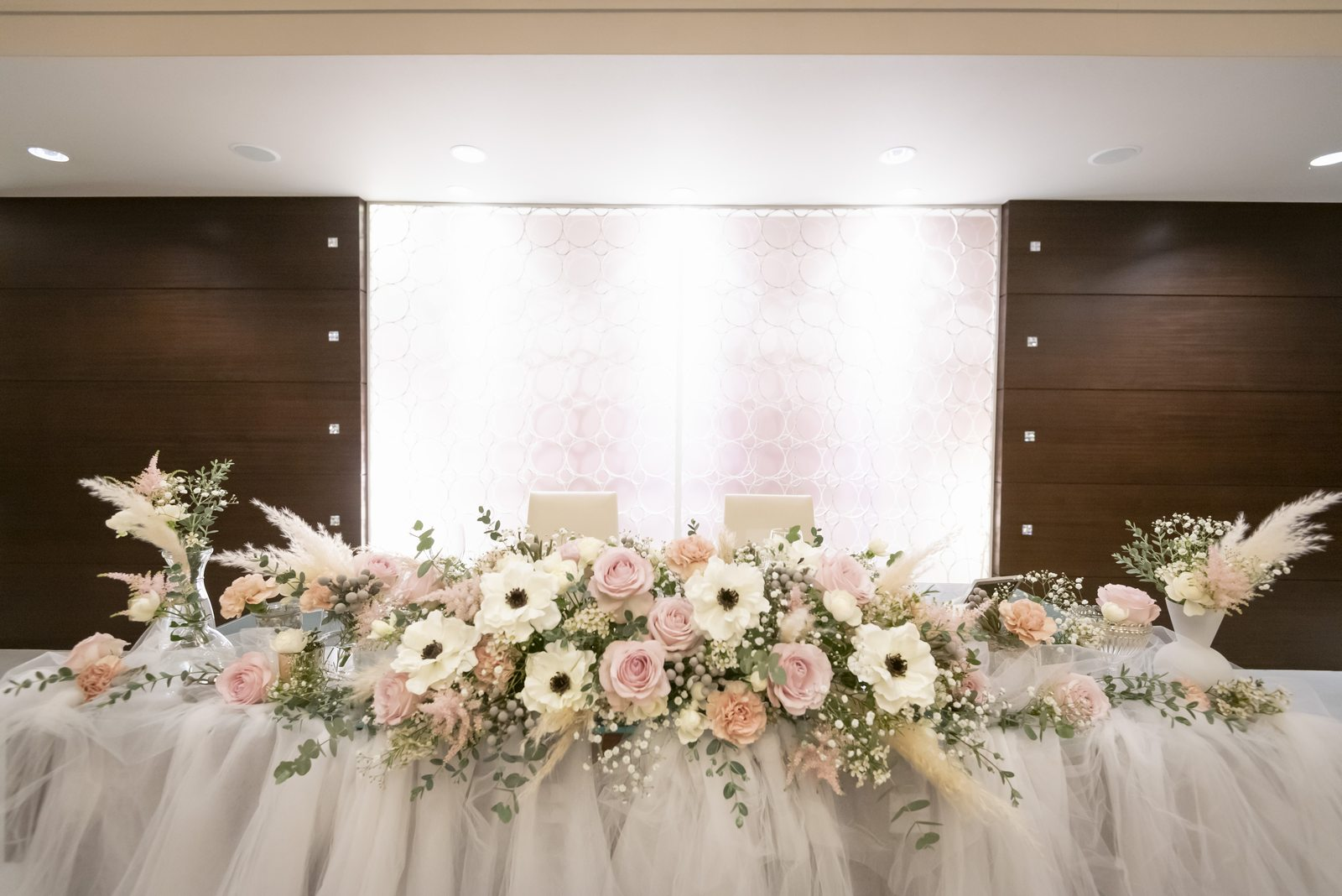 香川県の結婚式場シェルエメール&アイスタイルのメインテーブル装花
